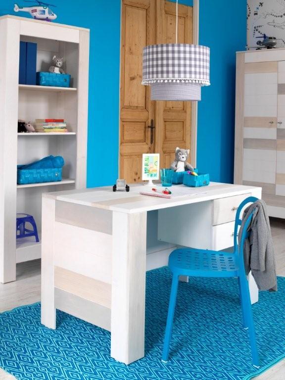 Prachtige meubelen, die van studeren toch een klein feestje maken ...