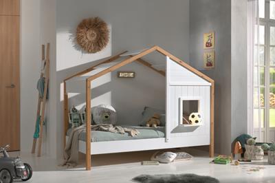 Babs huisbed met puntdak en één hutwand